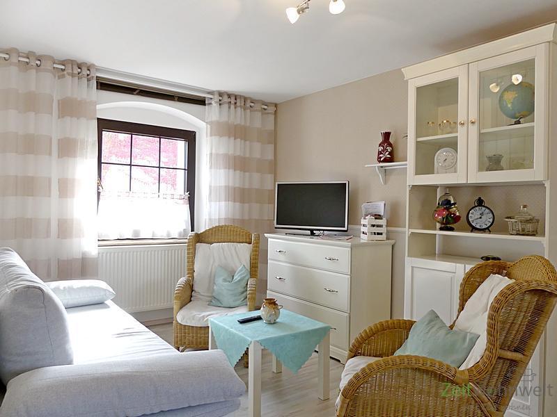 Naußlitz, Top-möblierte 3-Zimmer-Wohnung mit 2 Bädern und großem Balkon, ruhige Lage, WLAN inklusive