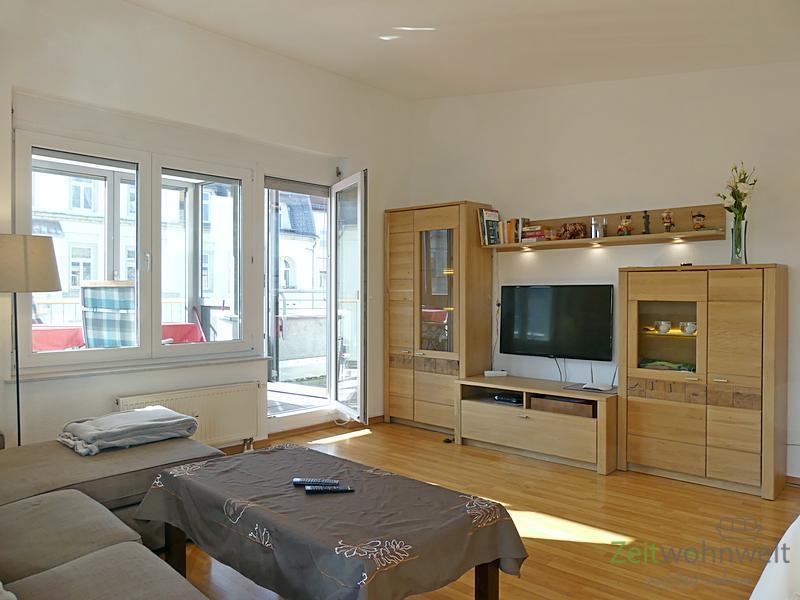 Striesen-West, moderne Dachwohnung mit Parkettböden, verglaster Veranda und Dachbalkon, WLAN