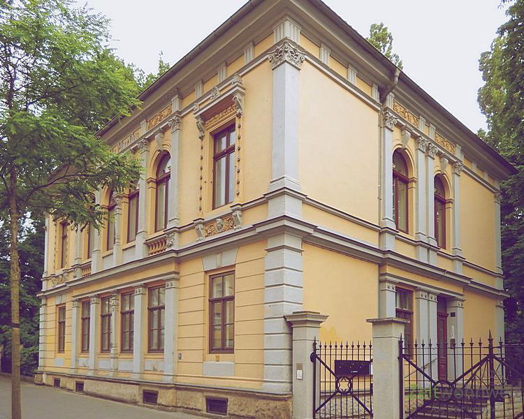 Pieschen Süd, Wunderschöne Komfortable Dach Wohnung In Stadtvilla Mit Garten    Bild 1
