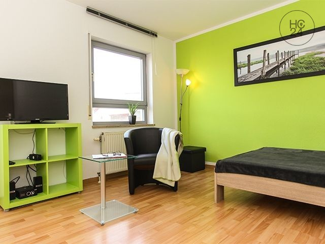 Close to Porsche, BMW, DHL + friendly furnished apartment in Leipzig + parking space