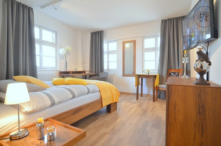 High-quality furnished 1-room apartment with WLAN directly in Downtown Nürnberg