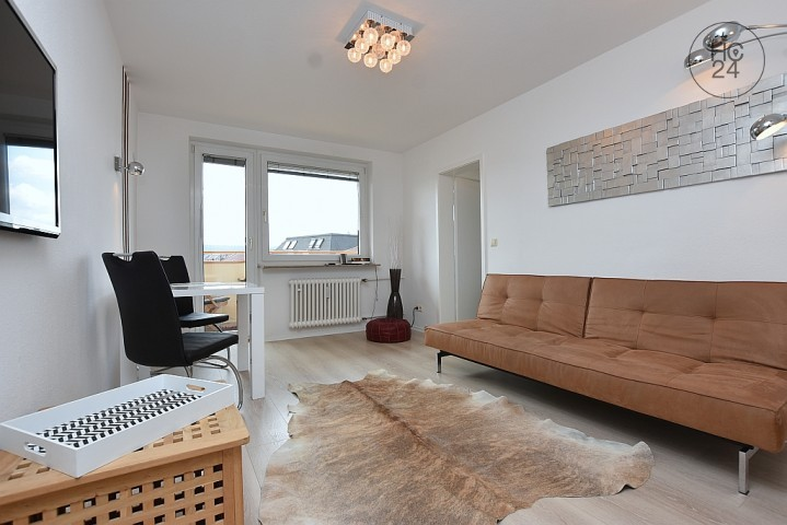 Wunderschöne modern möblierte wohnung mit balkon und garage