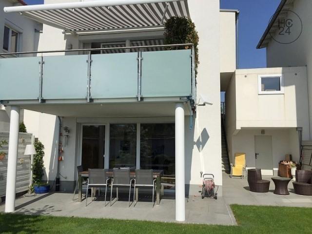 Schön möbliertes Haus mit Balkon, Terrasse und Garten in Magstadt