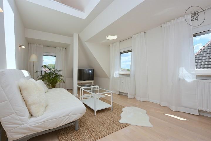 Neu und modern möblierte DG-Wohnung in beliebter Wohnlage in Stuttgart Degerloch